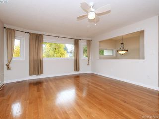 Photo 3: 540 Whiteside St in VICTORIA: SW Tillicum House for sale (Saanich West)  : MLS®# 827754