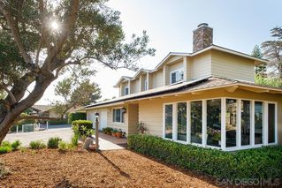 Photo 4: EL CAJON House for sale : 4 bedrooms : 1467 Hidden Mesa Trail