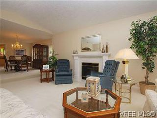 Photo 3: 1028 Adeline Pl in VICTORIA: SE Broadmead House for sale (Saanich East)  : MLS®# 573085