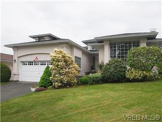 Photo 1: 1028 Adeline Pl in VICTORIA: SE Broadmead House for sale (Saanich East)  : MLS®# 573085