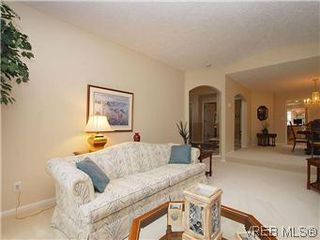 Photo 4: 1028 Adeline Pl in VICTORIA: SE Broadmead House for sale (Saanich East)  : MLS®# 573085