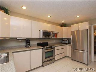 Photo 7: 1028 Adeline Pl in VICTORIA: SE Broadmead House for sale (Saanich East)  : MLS®# 573085