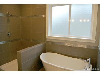 Photo 9: 3654 Coleman Pl in VICTORIA: Co Latoria Single Family Detached for sale (Colwood)  : MLS®# 655498