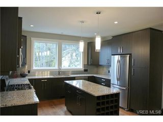 Photo 2: 3654 Coleman Place in VICTORIA: Co Latoria Single Family Detached for sale (Colwood)  : MLS®# 330231