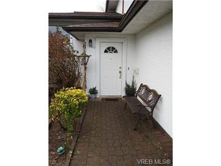 Photo 3: 1829 Fairhurst Avenue in VICTORIA: SE Lambrick Park Single Family Detached for sale (Saanich East)  : MLS®# 359285