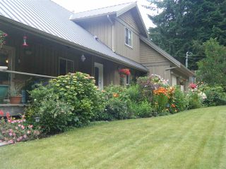 Photo 2: 5667 ANNEX Road in Sechelt: Halfmn Bay Secret Cv Redroofs House for sale (Sunshine Coast)  : MLS®# R2045259