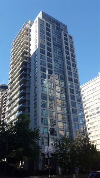 """Photo 1: 2007 1420 W GEORGIA Street in Vancouver: West End VW Condo for sale in """"THE GEORGE"""" (Vancouver West)  : MLS®# R2110131"""