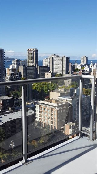"""Photo 3: 2007 1420 W GEORGIA Street in Vancouver: West End VW Condo for sale in """"THE GEORGE"""" (Vancouver West)  : MLS®# R2110131"""