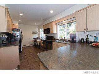 Photo 2: 1685 Yale St in VICTORIA: OB North Oak Bay Single Family Detached for sale (Oak Bay)  : MLS®# 743768