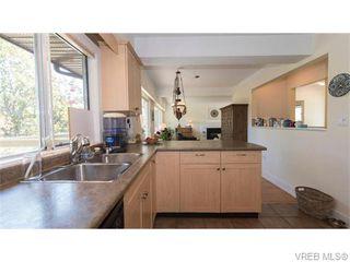 Photo 4: 1685 Yale St in VICTORIA: OB North Oak Bay Single Family Detached for sale (Oak Bay)  : MLS®# 743768