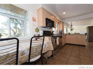 Photo 5: 1685 Yale St in VICTORIA: OB North Oak Bay Single Family Detached for sale (Oak Bay)  : MLS®# 743768