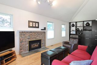 """Photo 9: 8784 212 Street in Langley: Walnut Grove House for sale in """"Forest Hills"""" : MLS®# R2185000"""