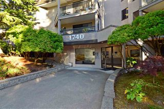 "Photo 1: 307 1740 SOUTHMERE Crescent in Surrey: Sunnyside Park Surrey Condo for sale in ""CAPSTAN WAY"" (South Surrey White Rock)  : MLS®# R2198722"