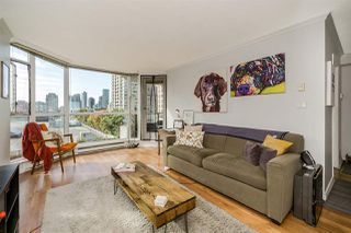 "Photo 4: 401 888 HAMILTON Street in Vancouver: Downtown VW Condo for sale in ""ROSEDALE GARDEN"" (Vancouver West)  : MLS®# R2215482"