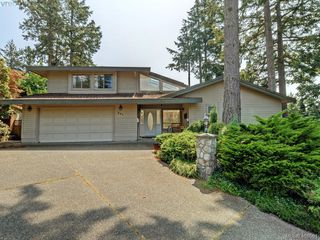 Main Photo: 901 Cobblestone Lane in VICTORIA: SE Broadmead Single Family Detached for sale (Saanich East)  : MLS®# 401501