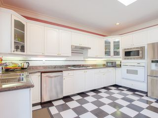 "Photo 6: 4008 KINCAID Street in Burnaby: Burnaby Hospital House 1/2 Duplex for sale in ""BURNABY HOSPITAL"" (Burnaby South)  : MLS®# R2346188"