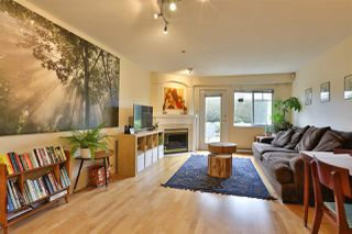 """Photo 4: 2416 E 8TH Avenue in Vancouver: Renfrew VE Townhouse for sale in """"8th Avenue Garden Apartments"""" (Vancouver East)  : MLS®# R2447479"""