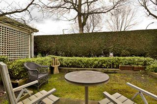 """Photo 7: 2416 E 8TH Avenue in Vancouver: Renfrew VE Townhouse for sale in """"8th Avenue Garden Apartments"""" (Vancouver East)  : MLS®# R2447479"""
