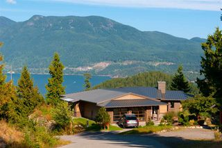 Main Photo: 925 ELROND COURT: Bowen Island House for sale : MLS®# R2424977