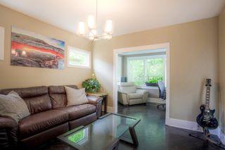 Photo 2: 305 Beaverbrook Street in Winnipeg: Single Family Detached for sale (1C)  : MLS®# 202015362
