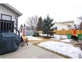 Photo 2: 139 MCKERRELL Way SE in Calgary: McKenzie Lake House for sale : MLS®# C4102134