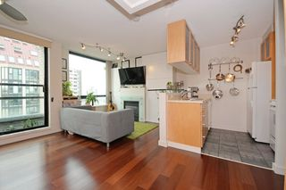 """Photo 2: 1505 1003 BURNABY Street in Vancouver: West End VW Condo for sale in """"MILANO"""" (Vancouver West)  : MLS®# R2202748"""