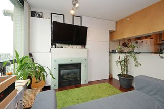 """Photo 3: 1505 1003 BURNABY Street in Vancouver: West End VW Condo for sale in """"MILANO"""" (Vancouver West)  : MLS®# R2202748"""
