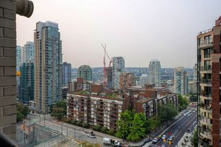 """Photo 10: 1505 1003 BURNABY Street in Vancouver: West End VW Condo for sale in """"MILANO"""" (Vancouver West)  : MLS®# R2202748"""