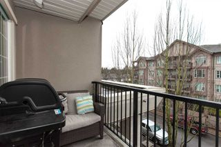 Photo 4: 304 - 20281 53A Avenue in Langley: Langley City Condo for sale : MLS®# R2329343