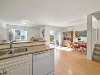 "Photo 4: 34 735 PARK Road in Gibsons: Gibsons & Area Townhouse for sale in ""SHERWOOD GROVE"" (Sunshine Coast)  : MLS®# R2352422"