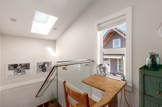 """Photo 8: 1132 E PENDER Street in Vancouver: Mount Pleasant VE Townhouse for sale in """"Strathcona Gardens"""" (Vancouver East)  : MLS®# R2364679"""