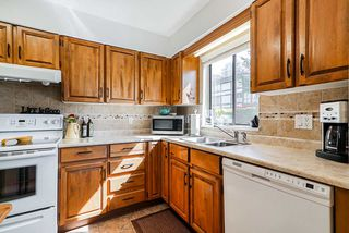 "Photo 4: 202 1424 MARTIN Street: White Rock Condo for sale in ""The Patrician"" (South Surrey White Rock)  : MLS®# R2367423"