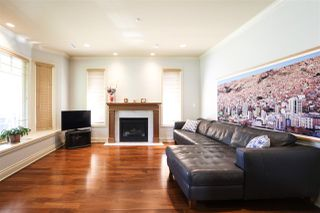 Photo 3: 156 E 19TH Avenue in Vancouver: Main House for sale (Vancouver East)  : MLS®# R2369823