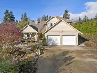 """Main Photo: 475 HARRY Road in Gibsons: Gibsons & Area House for sale in """"BONNIEBROOK HTS"""" (Sunshine Coast)  : MLS®# R2371218"""