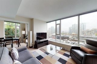 """Photo 1: 904 1133 HOMER Street in Vancouver: Yaletown Condo for sale in """"H&H"""" (Vancouver West)  : MLS®# R2452067"""