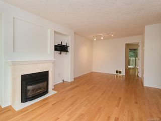 Photo 3: 502 510 Marsett Pl in Saanich: SW Royal Oak Row/Townhouse for sale (Saanich West)  : MLS®# 839197
