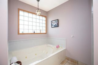Photo 16: 127 Sandalwood Place NW in Calgary: Sandstone Valley Detached for sale : MLS®# A1048692