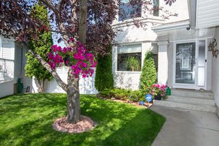 Photo 3: 127 Sandalwood Place NW in Calgary: Sandstone Valley Detached for sale : MLS®# A1048692