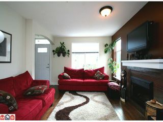 Photo 2: 66 15833 26 Avenue in Surrey: White Rock Townhouse for sale : MLS®# F1103281