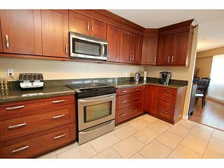 "Photo 3: 203 70 RICHMOND Street in New Westminster: Fraserview NW Condo for sale in ""GOVERNOR'S COURT"" : MLS®# V1051672"