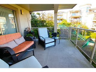 "Photo 8: 203 70 RICHMOND Street in New Westminster: Fraserview NW Condo for sale in ""GOVERNOR'S COURT"" : MLS®# V1051672"