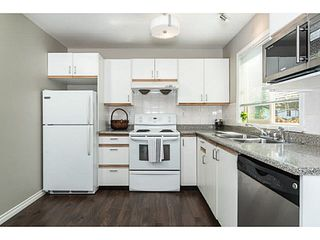 """Photo 4: 202 2709 VICTORIA Drive in Vancouver: Grandview VE Condo for sale in """"VICTORIA COURT"""" (Vancouver East)  : MLS®# V1132733"""