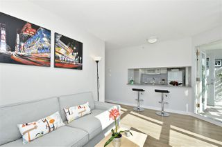 "Photo 4: 2409 438 SEYMOUR Street in Vancouver: Downtown VW Condo for sale in ""CONFERENCE PLAZA"" (Vancouver West)  : MLS®# R2003999"