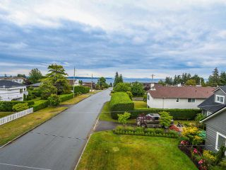 "Photo 2: 1549 KERFOOT Road: White Rock House for sale in ""West White Rock"" (South Surrey White Rock)  : MLS®# R2089181"