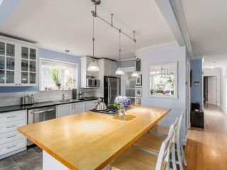 "Photo 3: 1549 KERFOOT Road: White Rock House for sale in ""West White Rock"" (South Surrey White Rock)  : MLS®# R2089181"