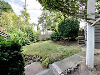 "Photo 12: 4385 LOCARNO Crescent in Vancouver: Point Grey House for sale in ""POINT GREY"" (Vancouver West)  : MLS®# R2104684"