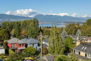 "Photo 3: 4385 LOCARNO Crescent in Vancouver: Point Grey House for sale in ""POINT GREY"" (Vancouver West)  : MLS®# R2104684"