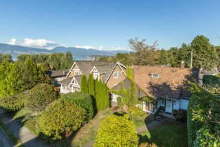 "Photo 5: 4385 LOCARNO Crescent in Vancouver: Point Grey House for sale in ""POINT GREY"" (Vancouver West)  : MLS®# R2104684"