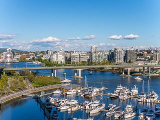 Photo 1: 1602 1201 MARINASIDE Crescent in Vancouver: Yaletown Condo for sale (Vancouver West)  : MLS®# R2163698
