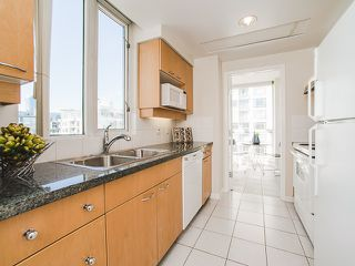 Photo 7: 1602 1201 MARINASIDE Crescent in Vancouver: Yaletown Condo for sale (Vancouver West)  : MLS®# R2163698